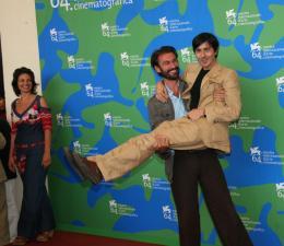 Luigi Lo Cascio Luigi Lo Cascio - Photocall du film Il dolce e l'amaro - Venise 2007 photo 8 sur 25