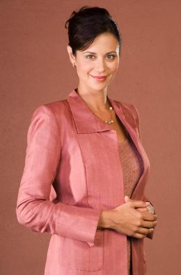 Catherine Bell American Wives photo 1 sur 13