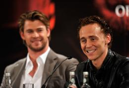 photo 33/59 - Chris Hemsworth,  Tom Hiddleston - Thor - © Paramount