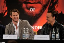 photo 39/59 - Tom Hiddleston, Chris Hemsworth - Thor - © Paramount