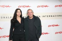 Alain Corneau Monica Bellucci & Alain Corneau - Photocall du film Le Deuxième Souffle - Festival de Rome 2007 photo 9 sur 18