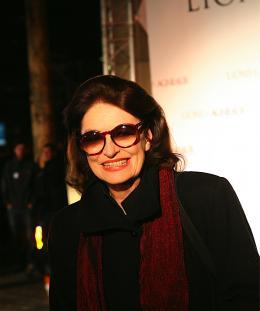 Anouk Aimée Anouk Aimée - Tapis rouge du Film Lions et Agneaux à Paris, octobre 2007 photo 8 sur 9