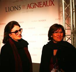 Anouk Aimée Anouk Aimée (à gauche) - Tapis rouge du Film Lions et Agneaux à Paris, octobre 2007 photo 9 sur 9