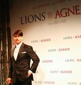 photo 206/402 - Tom Cruise - Tapis rouge du Film Lions et Agneaux à Paris, octobre 2007 - Tom Cruise - © Arthur Azoulay pour Commeaucinema.com 2007