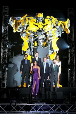photo 70/113 - Megan Fox, Michael Bay, Shia LaBeouf, Ramon Rodriguez, Josh Duhamel, actor Tyrese Gibson et Isabel Lucas - Avant-première à Tokyo (Juin 2009) - Transformers 2 : La Revanche - © Paramount