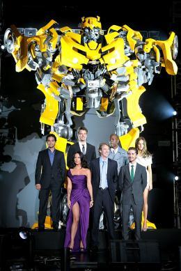 photo 68/113 - Megan Fox, Michael Bay, Shia LaBeouf, Ramon Rodriguez, Josh Duhamel, actor Tyrese Gibson et Isabel Lucas - Avant-première à Tokyo (Juin 2009) - Transformers 2 : La Revanche - © Paramount