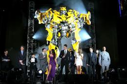 photo 76/113 - Megan Fox, Michael Bay, Shia LaBeouf, Ramon Rodriguez, Josh Duhamel, actor Tyrese Gibson et Isabel Lucas - Avant-première à Tokyo (Juin 2009) - Transformers 2 : La Revanche - © Paramount