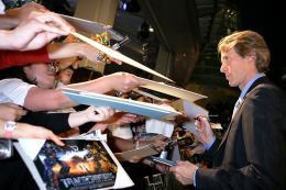 photo 69/113 - Michael Bay - Avant-première à Tokyo (Juin 2009) - Transformers 2 : La Revanche - © Paramount