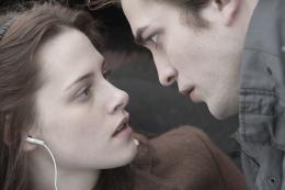 photo 36/64 - Kristen Stewart, Robert Pattinson - Twilight - Chapitre 1 : Fascination - © SND