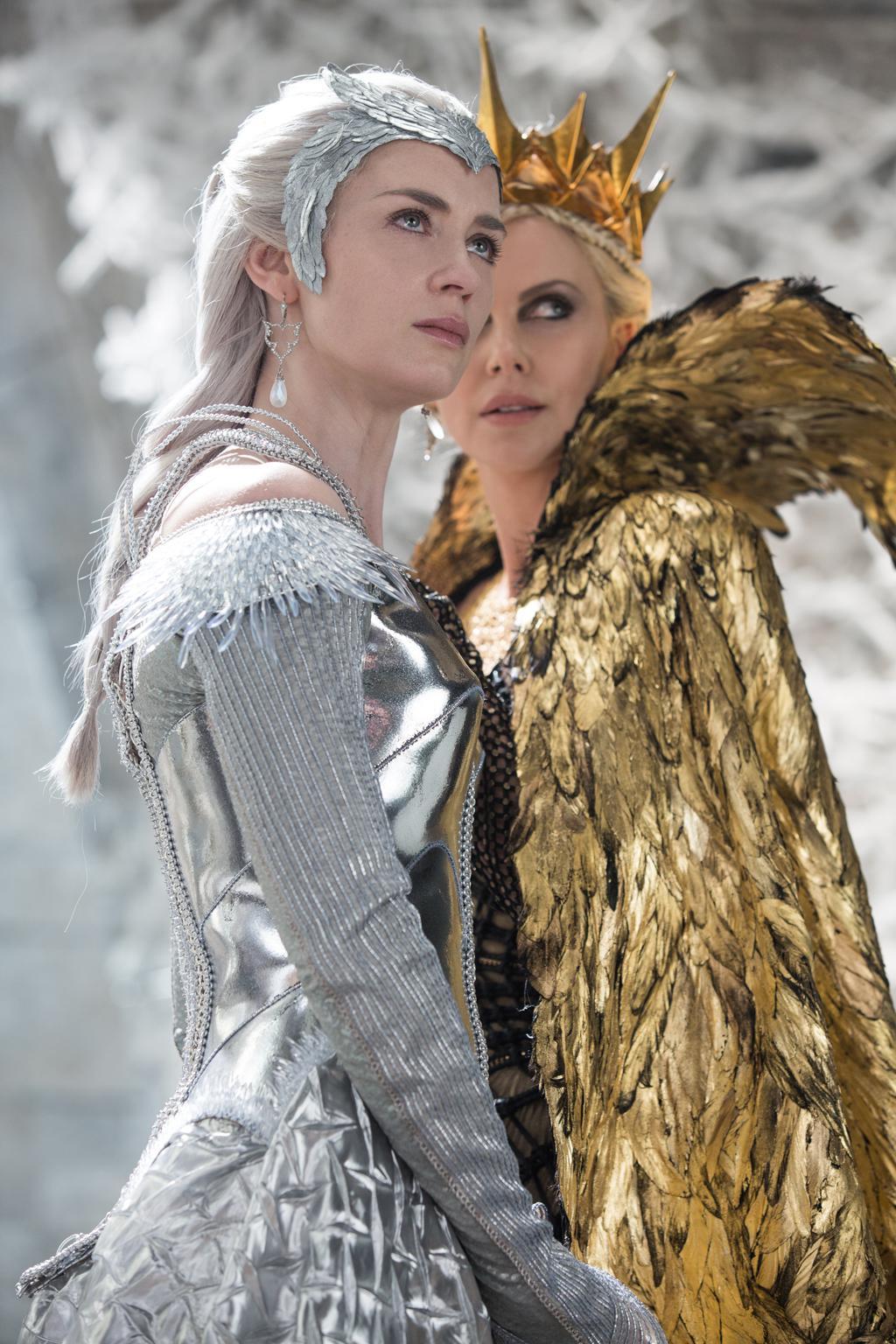 Photos 1 31 le chasseur et la reine des glaces comme au - Robe reine des glaces ...
