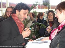 16ème Festival du Film d'Action et aventures de Valenciennes Olivier Sitruk en pleine séance dédicaces photo 3 sur 14