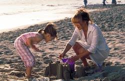 photo 2/13 - Tessa Allen ,Jennifer Lopez - Plus Jamais