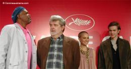 photo 23/30 - Samuel L. Jackson, George Lucas, Natalie Portman et Hayden Christensen (Cannes - 15/05/2005) - Star Wars Épisode 3 - La Revanche des Sith
