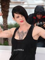 Cannes 2014 : Asia Argento montre ses muscles