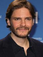 Captain America 3 : Daniel Br�hl rejoint le casting !