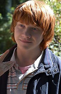 Rupert Grint - alias Ron Weasley dans Harry Potter - prend des cours de conduite !