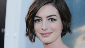 Anne Hathaway parle aux l�zards dans Colossal