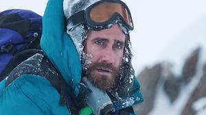 Jake Gyllenhaal et Jason Clarke en pleine survie dans le trailer d'Everest
