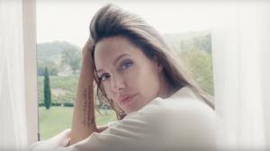 Guerlain dévoile sa nouvelle campagne avec Angelina Jolie (vidéo)