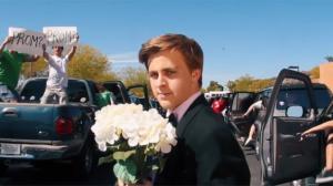 La La Land : un lycéen rejoue la scène d'intro pour inviter Emma Stone au bal