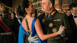 Des fans cachent des épées dans leurs robes en hommage à Wonder Woman