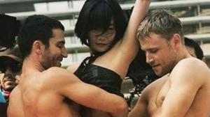 Un site porno propose aux sœurs Wachowski de produire la saison 3 de Sense 8 !