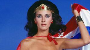Wonder Woman : Lynda Carter répond aux attaques de James Cameron