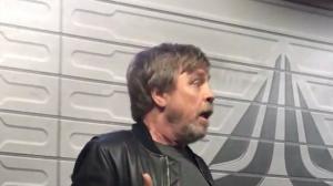 Star Wars : Mark Hamill débarque dans une attraction à Disneyland ! (vidéo)