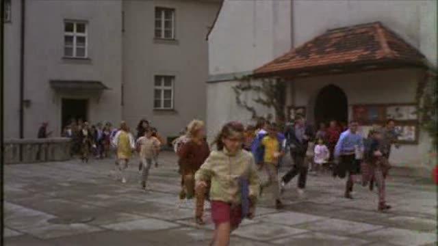 Extrait : Charlie et la Chocolaterie (1971)