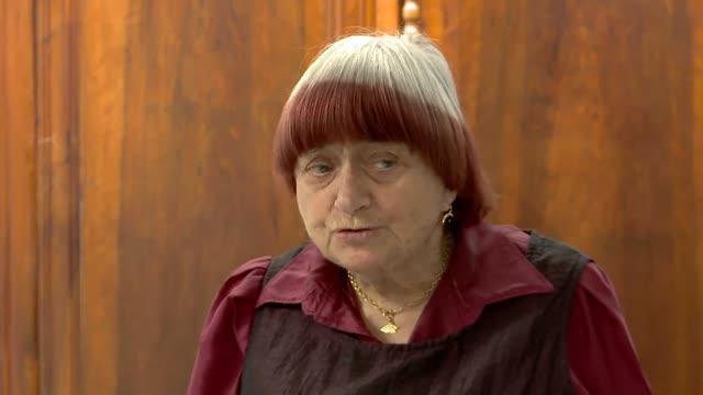Bonus : Présentation du film par Agnès Varda : Sans toit ni loi